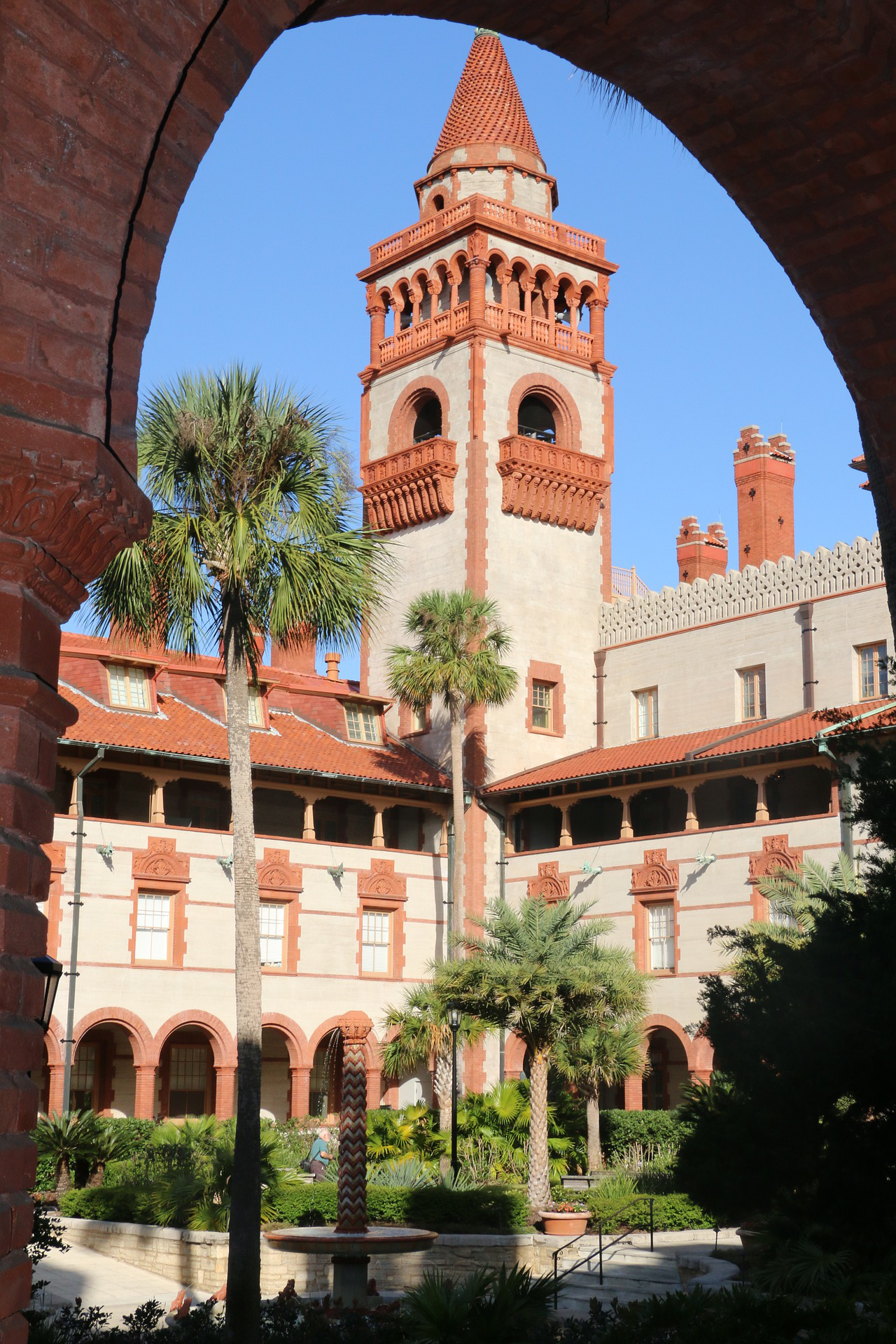 Photo of the architecture of the Ponce de Leon Hotel (Flagler College)
